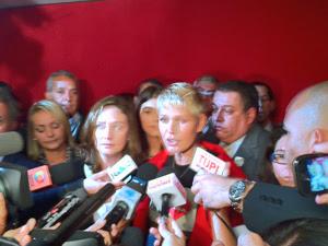 Xuxa durante entrevista após participar de seminário no Congresso contra castigos em crianças (Foto: Robson Bonin/G1)