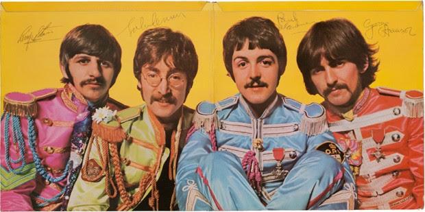 Cópia de Sgt. Pepper's autografada pelos quatro integrantes dos Beatles (Foto: Divulgação/Heritage Auctions)