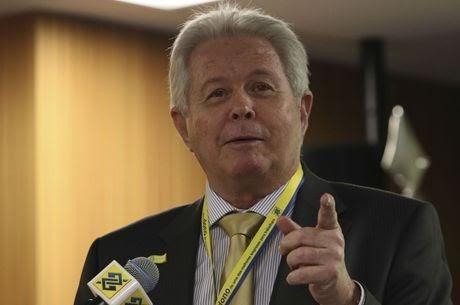 Rubem Novaes entregou a presidência do BB a Bolsonaro e Guedes