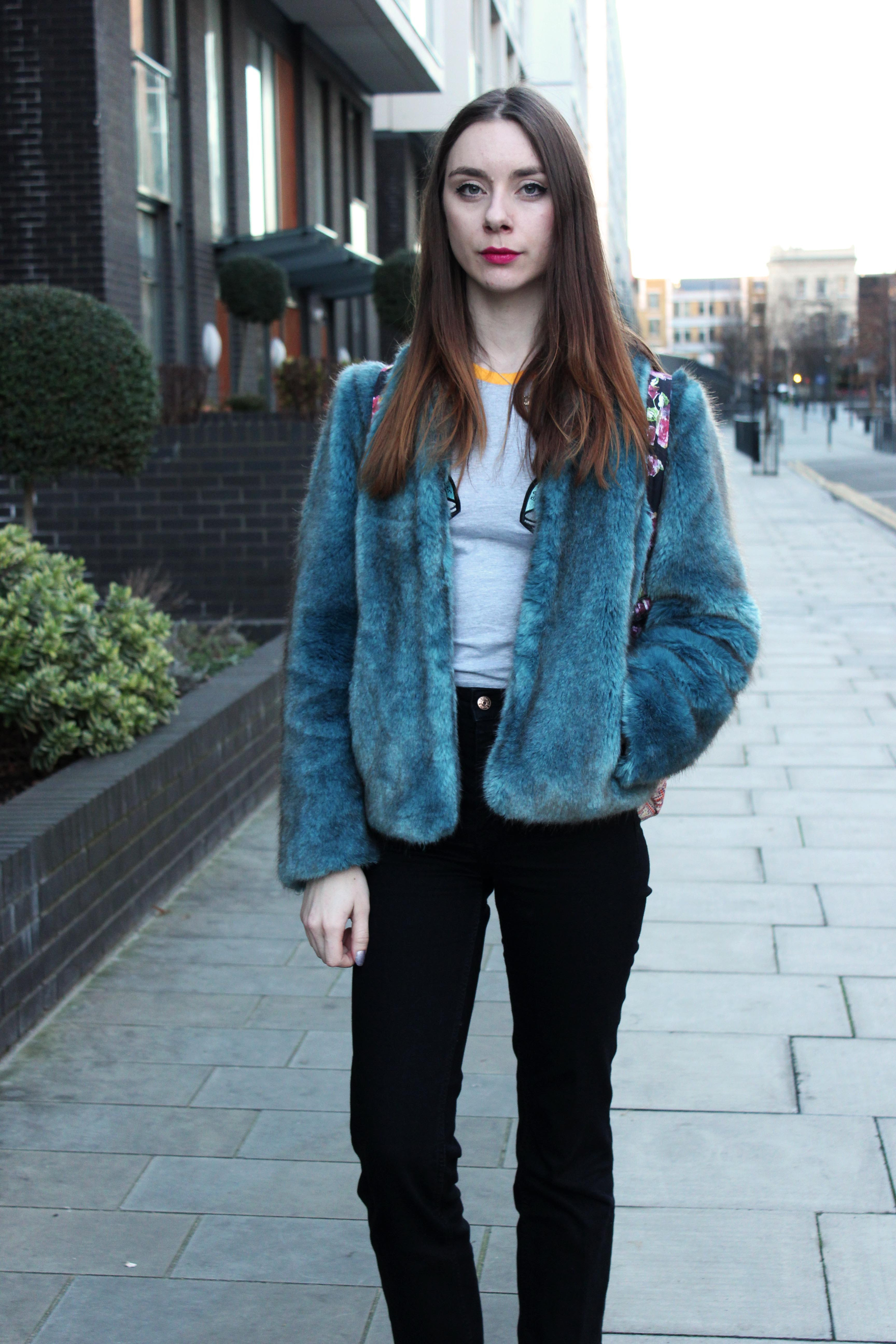Outfit with blue faux fur coat, dogtooth scarf, cropped jeans and a ragged priest alien tshirt.