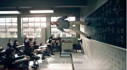 Foto de un spot sobre la reforma educativa.
