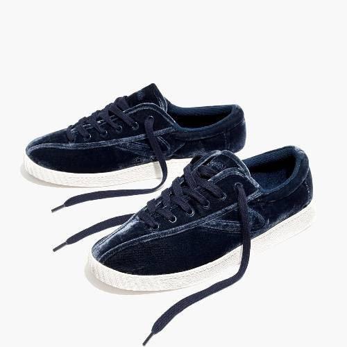 Nâng tầm trang phục của bạn chỉ với 10 đôi giày thể thao chất liệu nhung - Ảnh 10.
