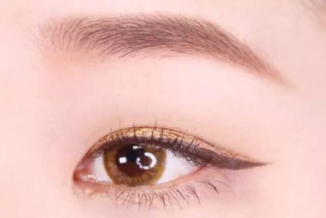 Hướng dẫn chi tiết từng bước một với 4 kiểu eyeline thanh mảnh sắc nét dành cho nàng mới tập tành kẻ mắt - Ảnh 9.