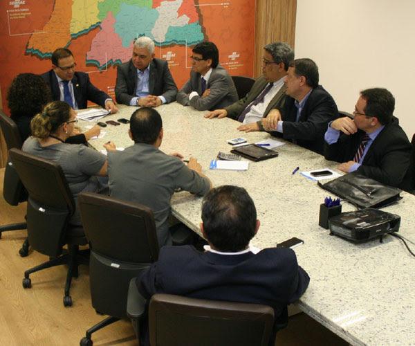 Diretores do BNB e do Sebrae durante apresentação: Estímulo
