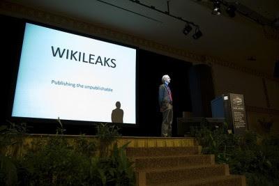 Nem Julian Assange, nem o seu representante legal, receberam uma única palavra por escrito das autoridades suecas em relação às acusações. Foto de biatch0r, Flickr.