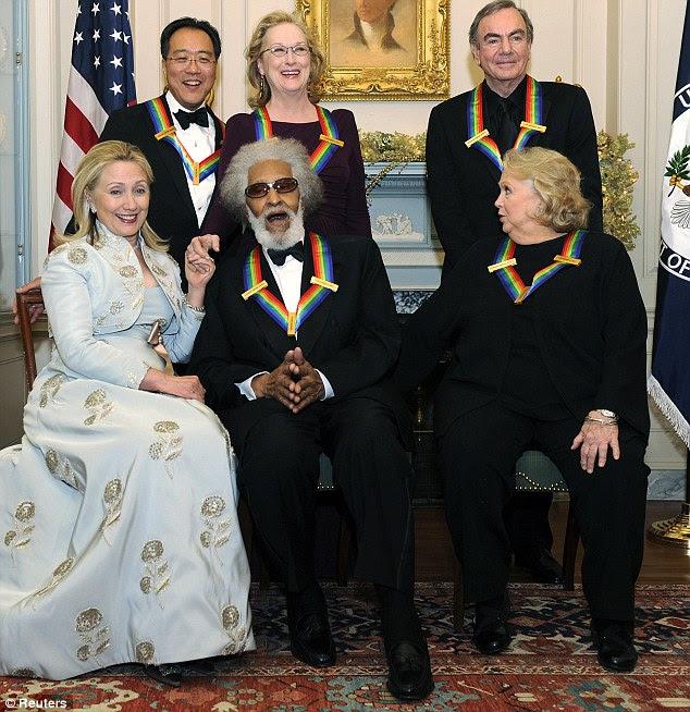 Grupo snap: Secretário de Estado Hilary Clinton posa para uma foto com todos os homenageados