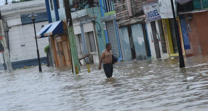 Al menos 25 mil 640 personas han sido desplazadas por las lluvias en la RD