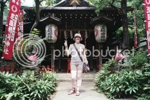 Mini altar amb dues mini kitsune(guineu) protegint l'entrada