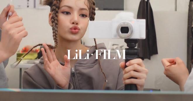 Soi chiếc máy ảnh Lisa (BLACKPINK) dùng để quay vlog, choáng vì giá đắt hơn cả iPhone 13 mới ra mắt