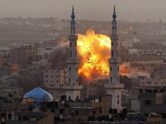 Взрыв в Газе после налета ВВС Израиля. Фото ©AP