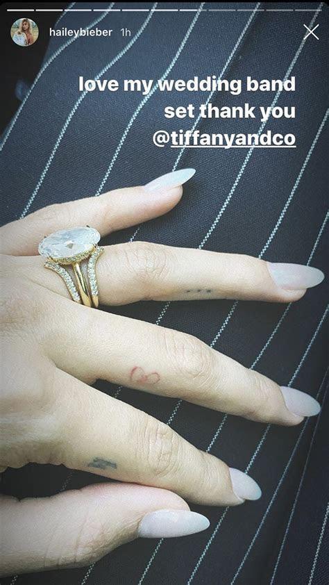 finger tattoos celebrity design ideas women