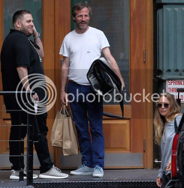Olsens Anonymous Blog Style Fashion Mary Kate Olsen Olivier Sarkozy Jonah Hill Sunglasses Sweater Candid