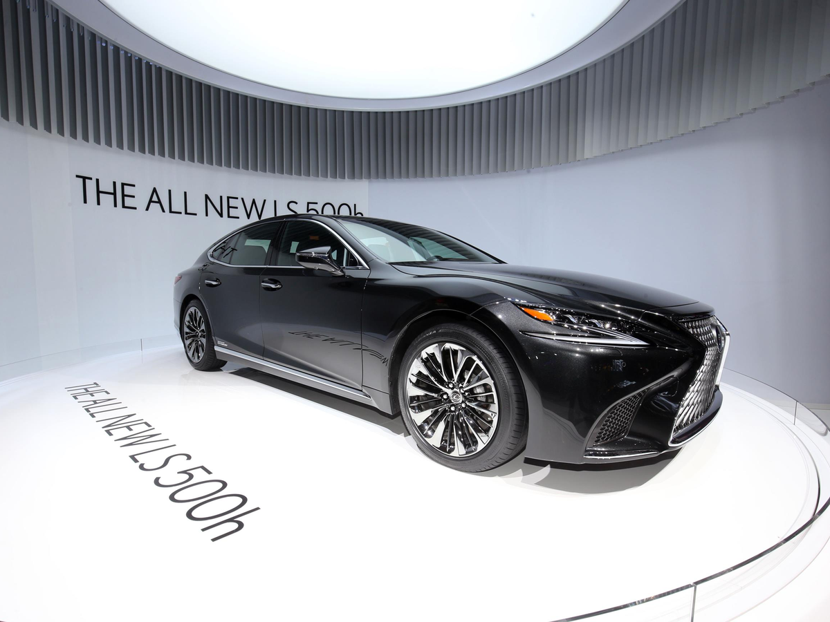 Lexus revealed hybrid version of its new flagship LS 500 sedan.