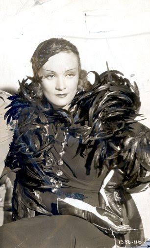 Atriz, Marlene Dietrich em 1932 filme'' Shanghai Express''