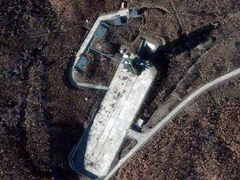 """Спутник на стартовой площадке космодрома """"Сохэ"""". Фото ©AFP"""
