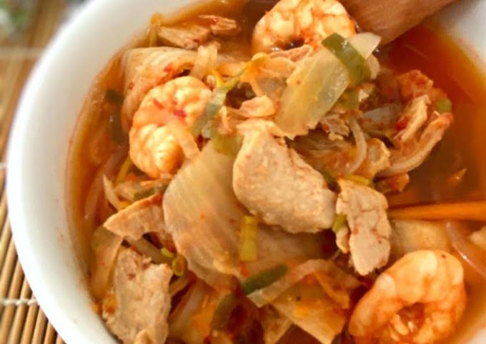 Cara Praktis Mempersiapkan Sup Tuna Udang Kimchi - Kimchi Jjigae Cita Rasa Tinggi