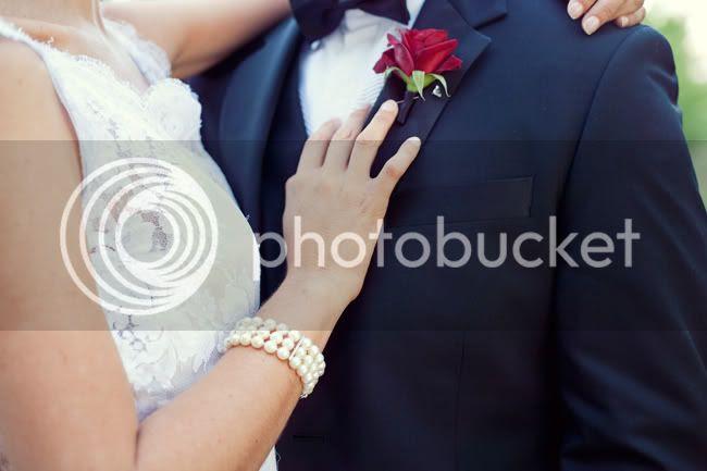 http://i892.photobucket.com/albums/ac125/lovemademedoit/PandS_FarmWedding_037.jpg?t=1303229050