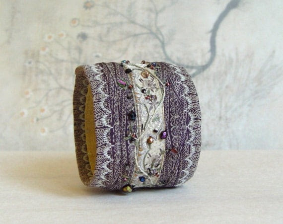 Embroidered silk bracelet in dusty lavender