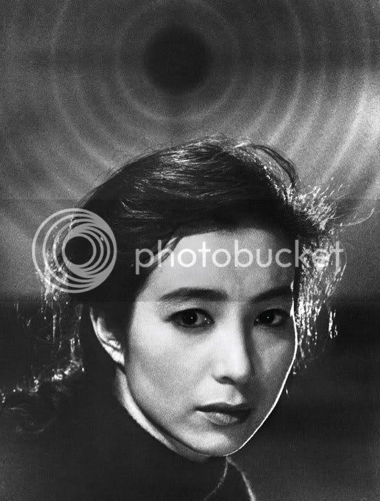 Michiko (Michiyo Aratama) em 'The Human Condition' de Masaki Kobayashi