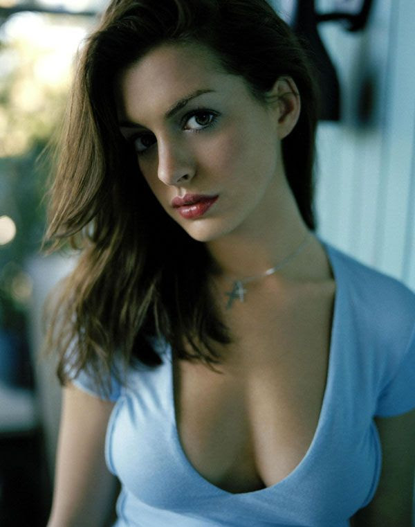 Anne Hathaway will play Catwoman in THE DARK KNIGHT RISES.