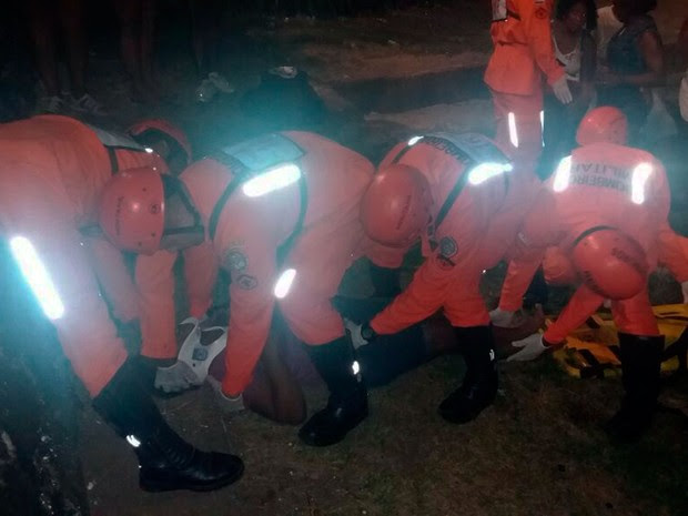 Mulher caiu de balaustrada no final do circuito Barra - Ondina (Foto: Divulgação/Corpo de Bombeiros)