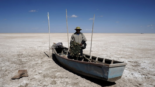 Bolivia's 2nd-largest lake dries up