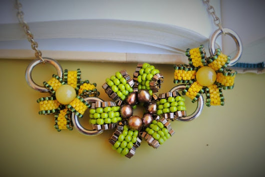 Peyote Flowers Necklace by vanishingpearl on Etsy