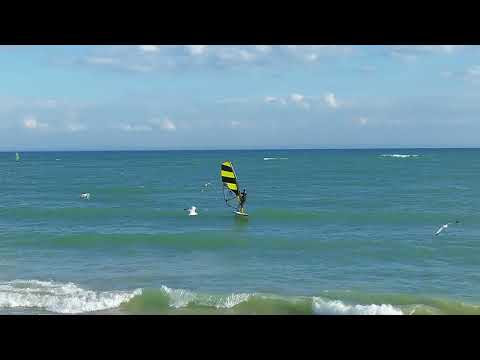 Windsurf Wave Foiling