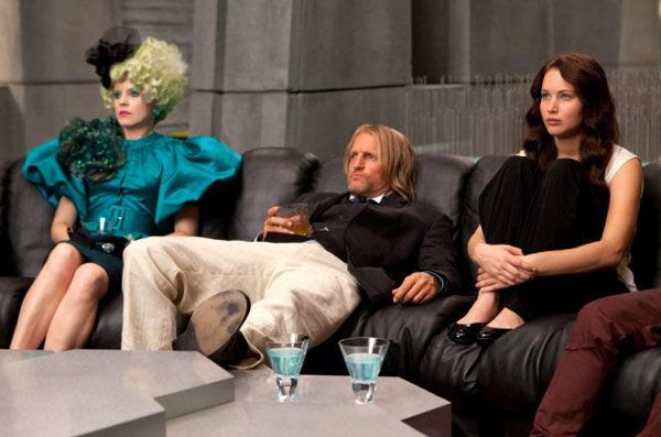 Effie Trinket (Elizabeth Banks), Haymitch Abernathy (Woody Harrelson) and Katniss Everdeen relax before the start of THE HUNGER GAMES.
