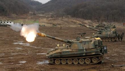 Tanques surcoreanos se alistan en la frontera ante las amenazas de Corea del Norte. Foto: AP