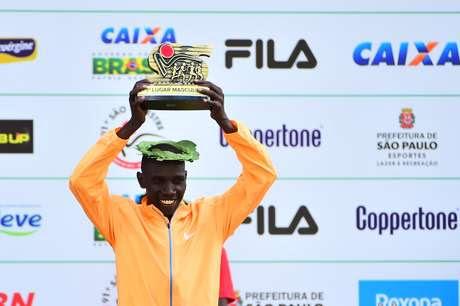 Stanley Biwott conquistou a São Silvestre pela segunda vez seguida (2014 e 2015)