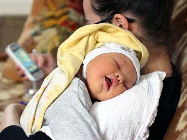 Depois de um novo pai se recusou a desistir de seu filho recém-nascido, que nasceu com síndrome de Down, a mãe deixou os dois.  Agora, o pai precisa de muita ajuda.  <Span class = meta> Cortesia ABC News / Samuel Forrest </ span>