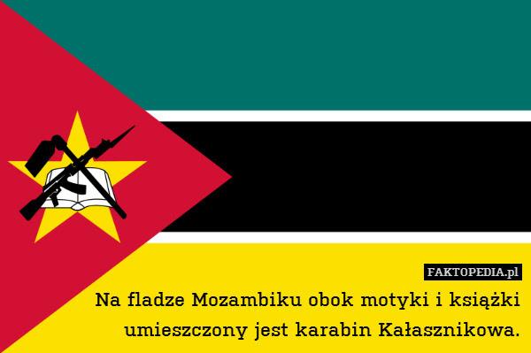 Na fladze Mozambiku obok motyki – Na fladze Mozambiku obok motyki i książki umieszczony jest karabin Kałasznikowa.
