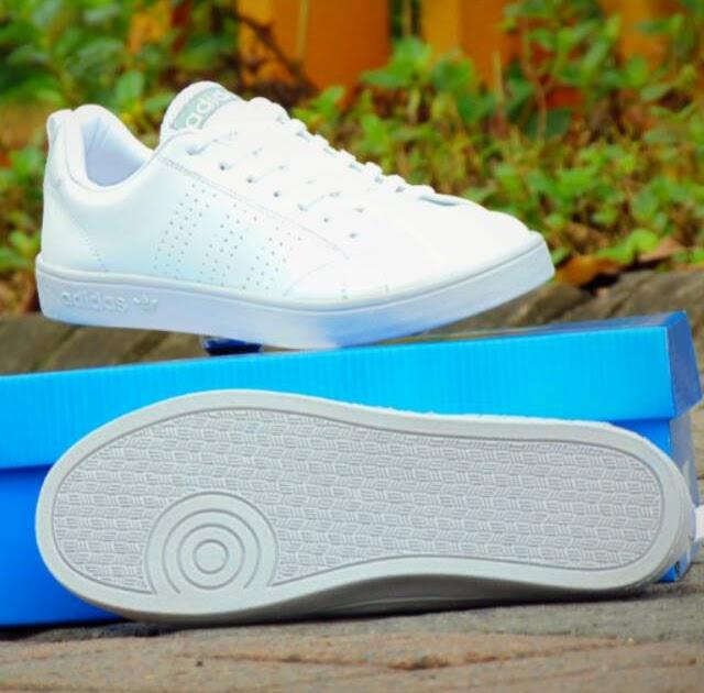 Sepatu Adidas Cowok Putih Polos 8b85238707