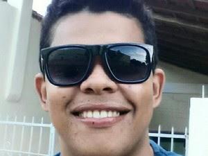 Jonas Felipe Mendes da Silva, de 28 anos, foi morto com oito tiros nas costas (Foto: Divulgação/Facebook)