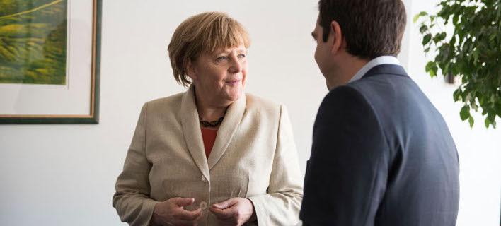 Μήνυμα Μέρκελ: Να κάνουμε τα πάντα για να μην ξεμείνει από χρήματα η Ελλάδα