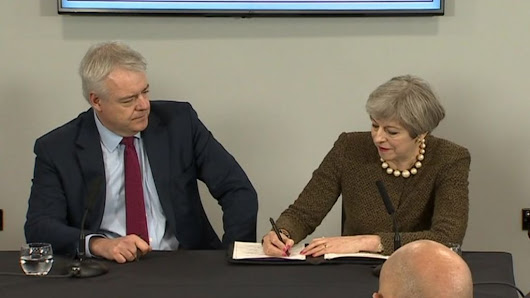 Theresa May signs £1.3bn Swansea Bay City deal - BBC News