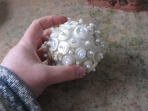 25 Days of Hand Crafted Gifts & Ornaments - Button Ball 005