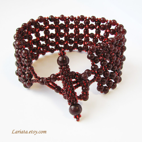 beadwoven garnet bracelet with a toggle clasp