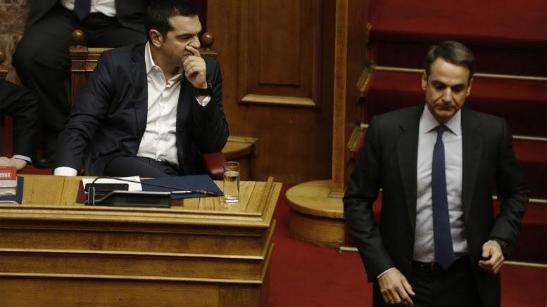 Ο πρωθυπουργός Αλέξης Τσίπρας με τον πρόεδρο της ΝΔ Κυριάκο Μητσοτάκη στην Ολομέλεια της Βουλής. ΑΠΕ-ΜΠΕ, ΑΛΕΞΑΝΔΡΟΣ ΒΛΑΧΟΣ