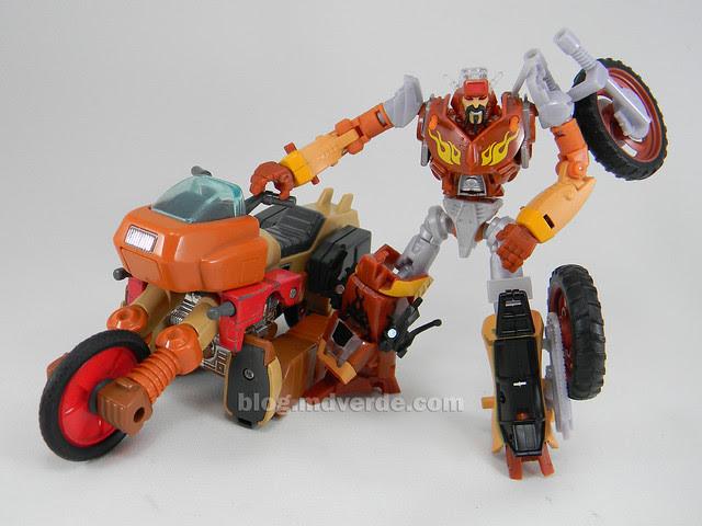 Transformers Wreck-Gar Reveal the Shield Deluxe - modo robot vs G1