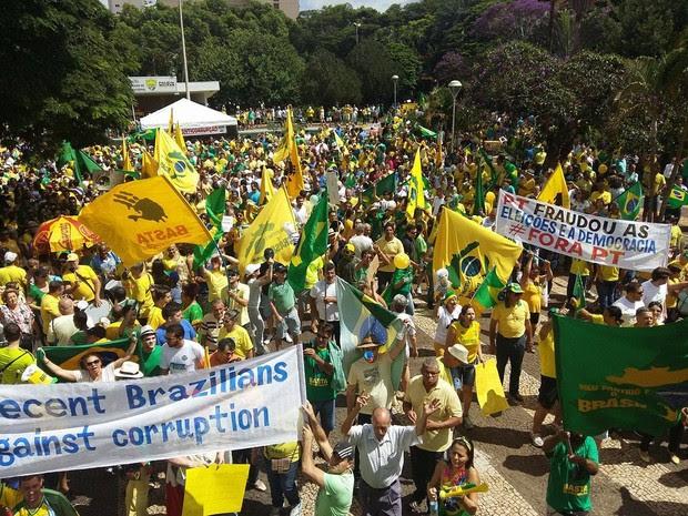 Manifestação Uberlândia (Foto: Caroline Aleixo/G1)