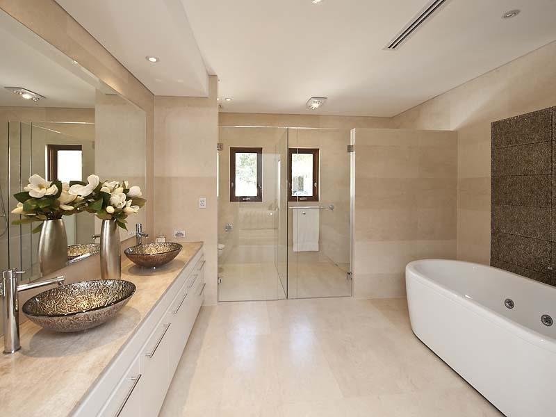 Modern bathroom design with spa bath using ceramic ...