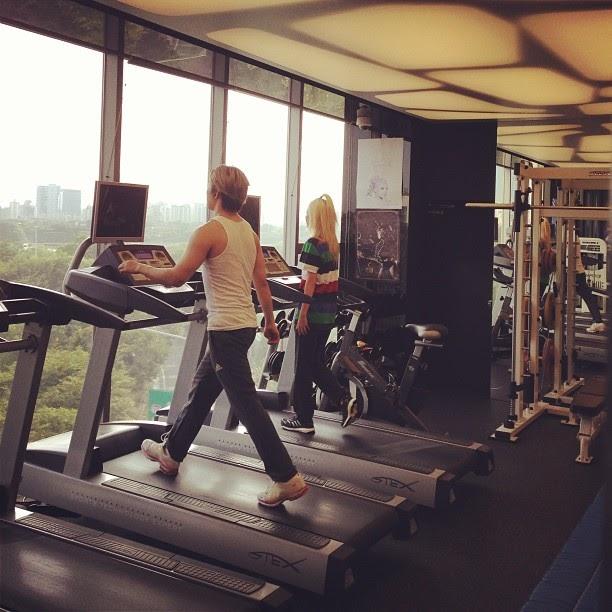 [PHOTOS] Seungri, Daesung & 2NE1's Dara exercising at the YG Gym! (130805-06)