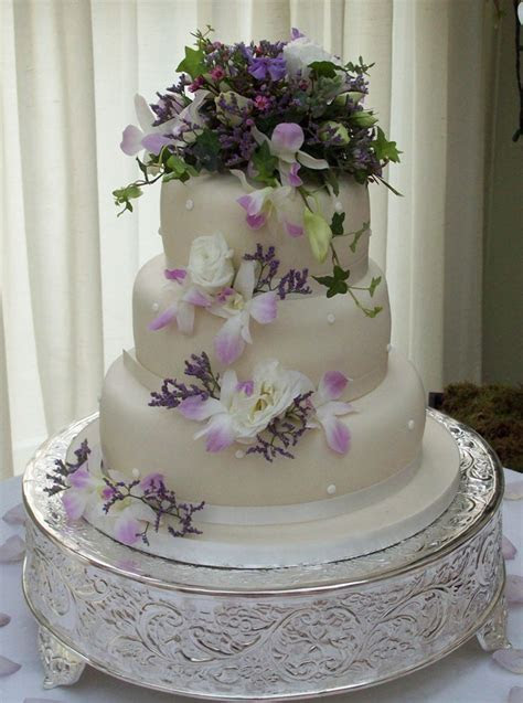 How to decorate a wedding cake with flowers   idea in 2017