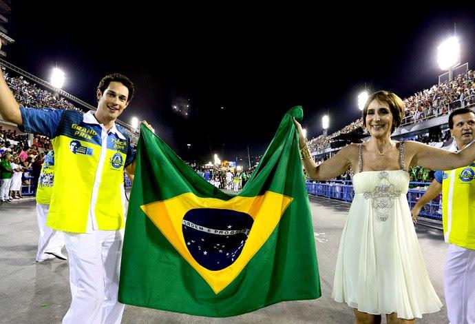 Bruno Senna e Viviane desfile Senna Unidos da Tijuca (Foto: Marcelo Theobald / Agência O Globo)