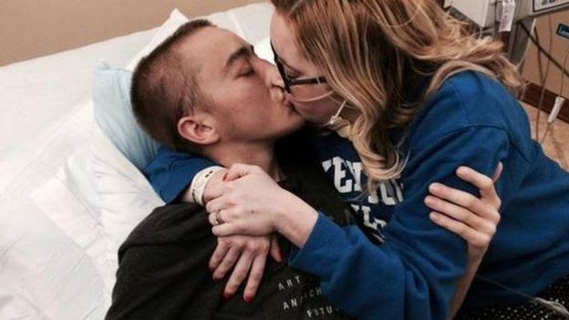 O casal em hospital