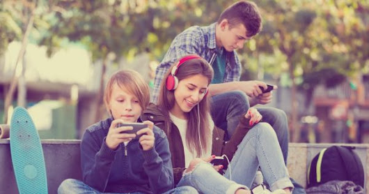 How Instagram and Snapchat Are Benefiting From Facebook's Declining Teen and Tween Numbers