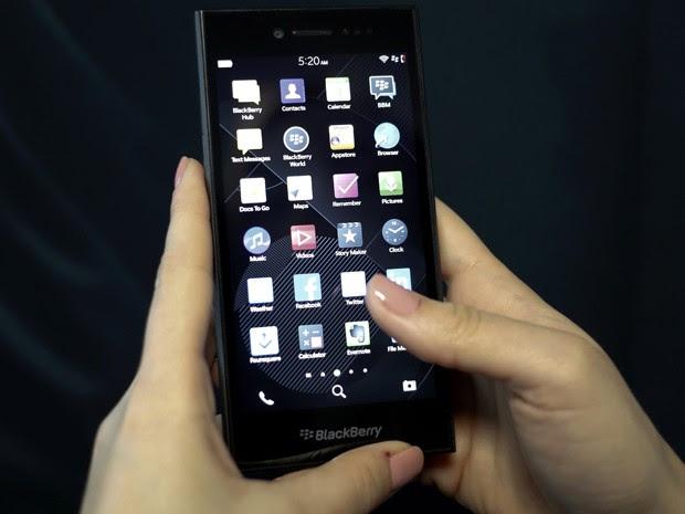 BlackBerry anunciou smartphone Leap no MWC 2015, em Barcelona (Foto: Gustau Nacarino/Reuters)