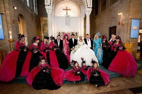 Outrageous Wedding Dresses ( Photos ).   dribblingpensioner